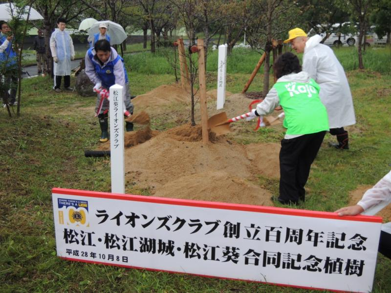 3クラブ会長による植樹