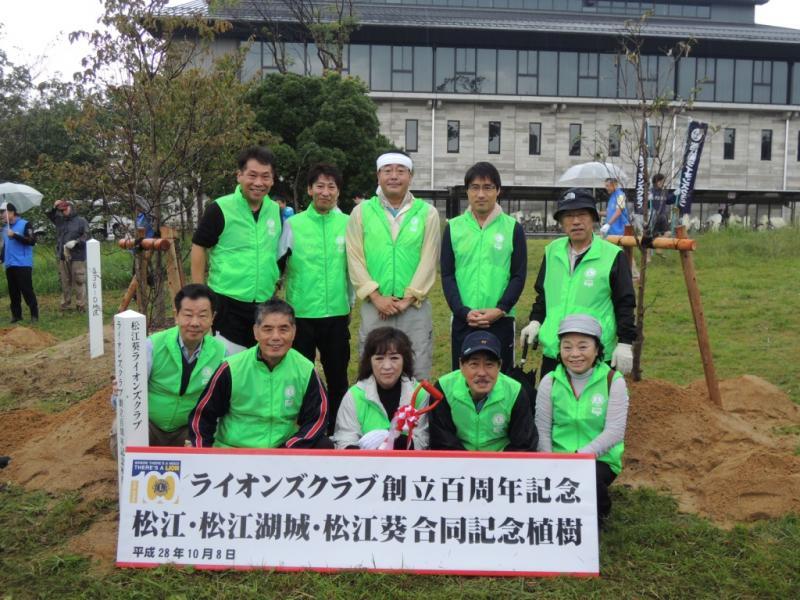 3クラブ合同の100周年記念植樹に参加したメンバー