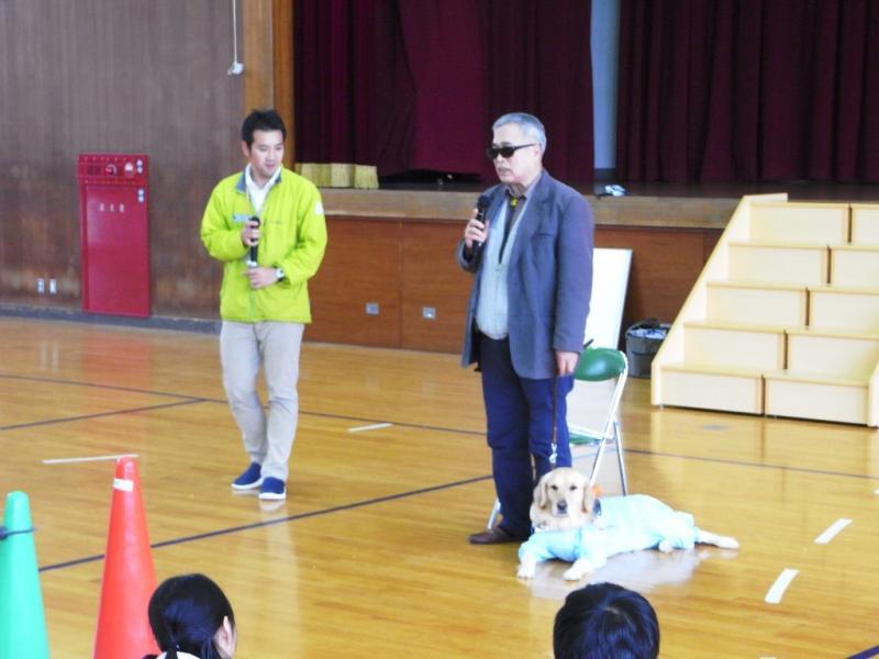 盲導犬ユーザーの石田尚志さんと盲導犬キララ号