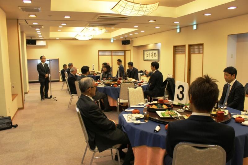 渡部指導力財務委員長のあいさつで懇親会が始まりました。