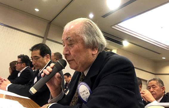 クラブ運営について報告する川井会長