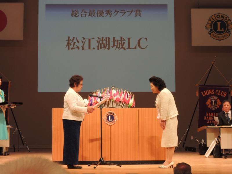 336D-地区第64回年次大会「総合最優秀クラブ」受賞の様子