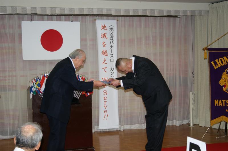 総合優秀クラブ賞を受賞した松江湖城LC第56代宮本会長